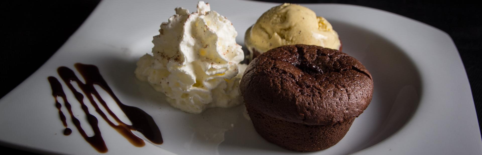 Fondant au chocolat avec boule de glace et chantilly - Carte Maccenzo